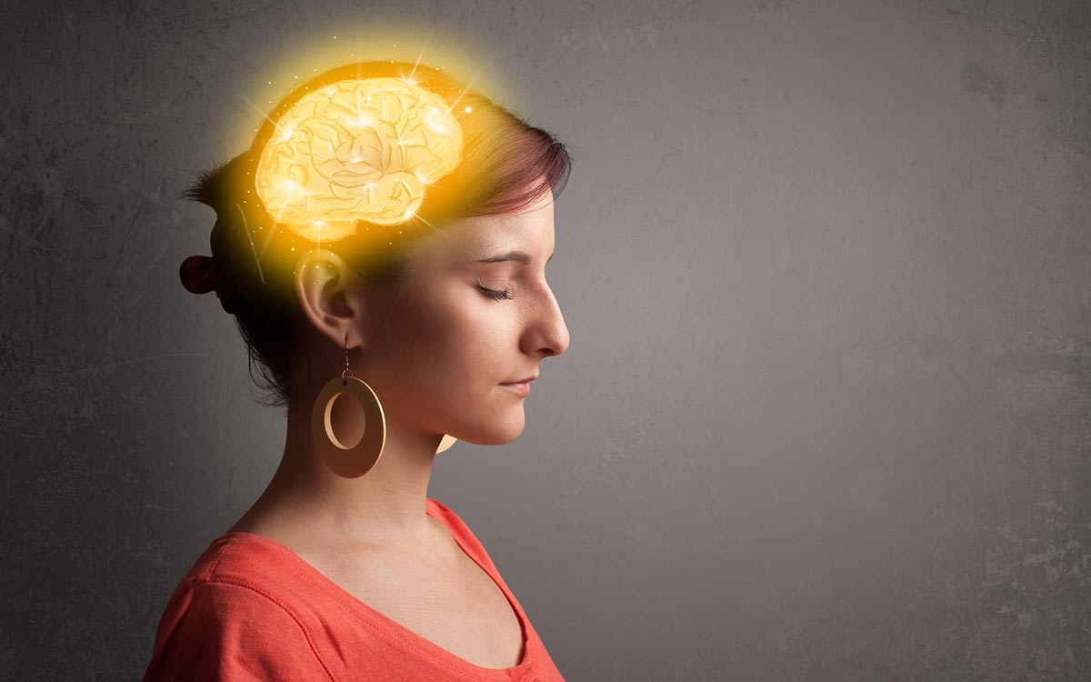 Picture of a woman with illustation of a brain. Deteriorating brain function.