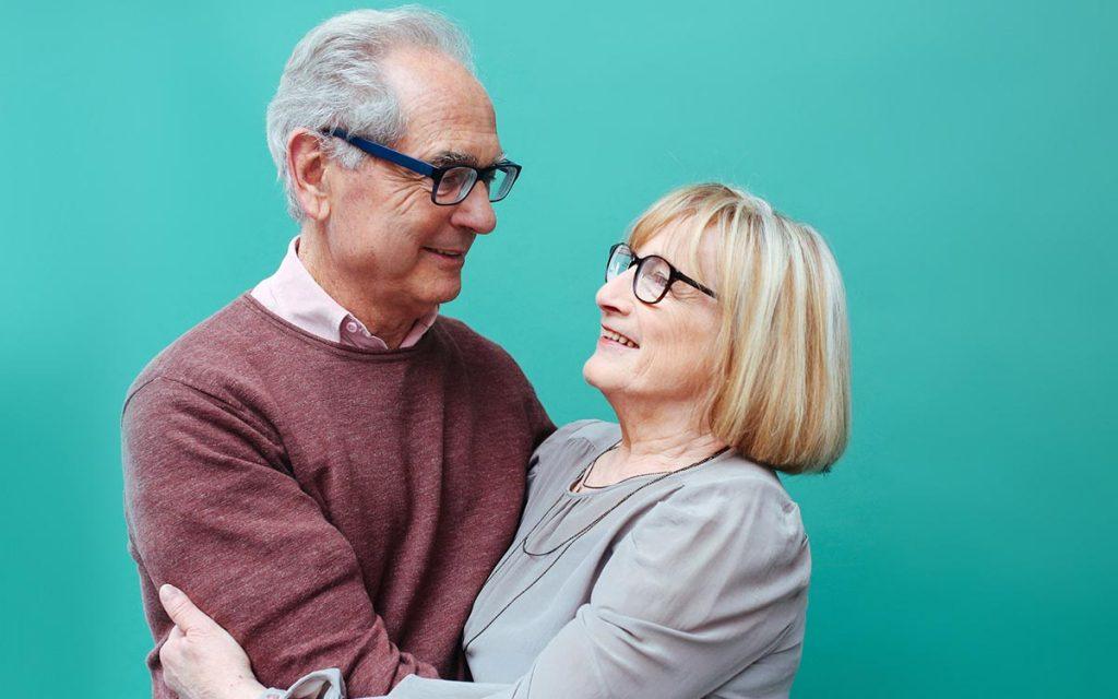 Senior couple happy becasue they saved money buying used hearing aids.
